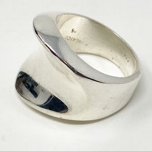 925 Silver Curved Ring